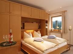 wohnungen 1 u 2. Black Bedroom Furniture Sets. Home Design Ideas